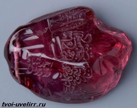 Что-такое-рубин-Свойства-добыча-применение-и-цена-рубина-6