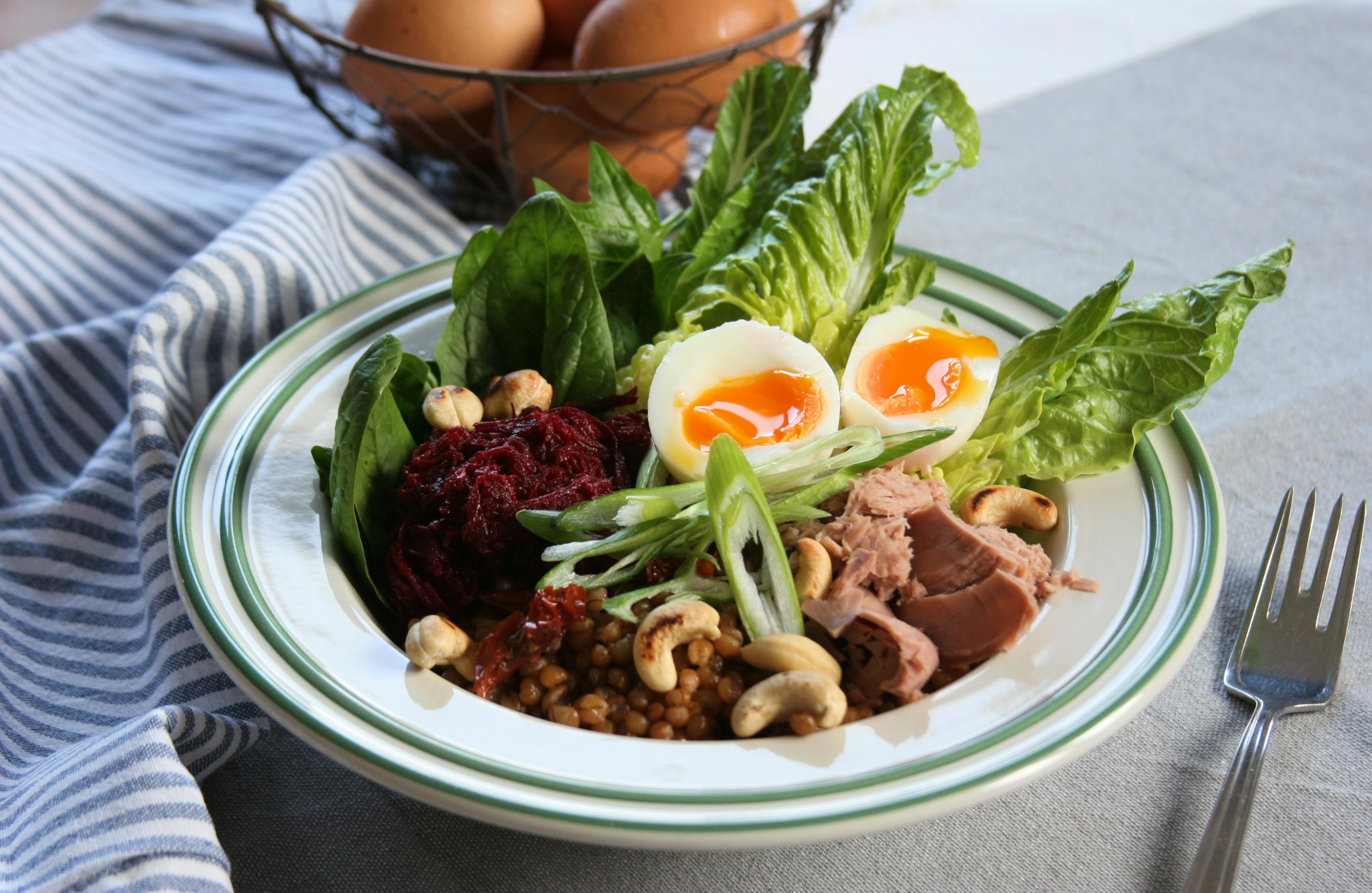 Salát s tuňákem a vejci
