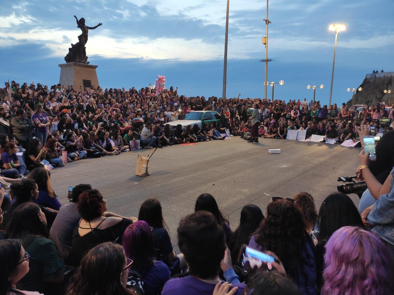 With march, Mazatlan women commemorate International Women's Day