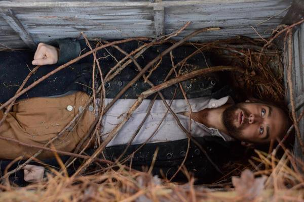 Ichabod trapped in a pine box on Sleepy Hollow