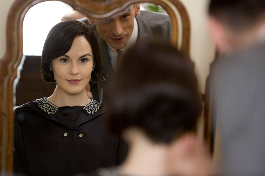 Lady Mary bobs her hair on Downton Abbey