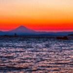 葉山町新名瀬海岸から望む富士山