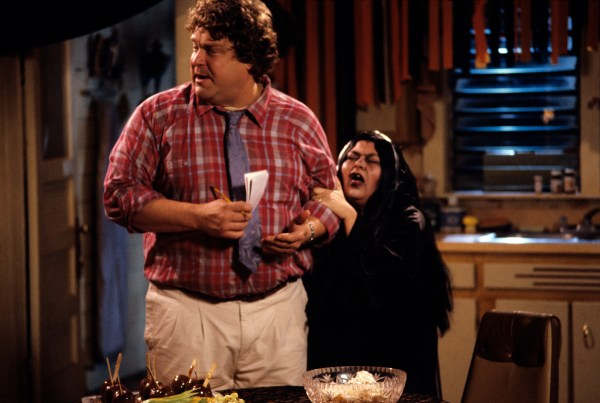Roseanne: ABC Orders Additional Episode of Sitcom Revival ...