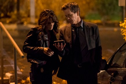 "THE FOLLOWING: Ryan Hardy (Kevin Bacon, R) and FBI Specialist Parker (Annie Parisse, L) gather information in the ""Welcome Home"" episode of THE FOLLOWING airing Monday, March 11 (9:00-10:00 PM ET/PT) on FOX. ©2013 Fox Broadcasting Co. CR: David Giesbrecht/FOX"