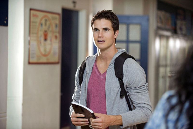 "The Tomorrow People -- ""Girl Interrupted"" -- Image Number: TP103b_0285.jpg --Pictured: Robbie Amell as Stephen -- Photo: Cate Cameron/The CW -- ©2013 The CW Network, LLC. All rights reserved."
