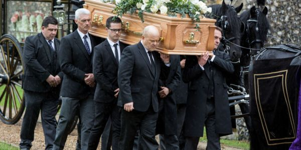 landscape-1466948909-soaps-eastenders-peggy-mitchell-funeral-12