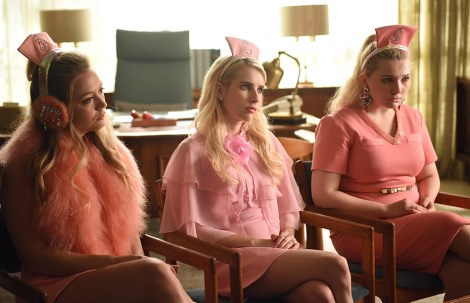 "SCREAM QUEENS: L-R: Billie Lourd, Emma Roberts and Abigail Breslin in the all-new ""Handidates"" episode of SCREAM QUEENS airing Tuesday, Oct. 11 (9:01-10:00 PM ET/PT) on FOX. Cr: Michael Becker / FOX. © 2016 FOX Broadcasting Co."