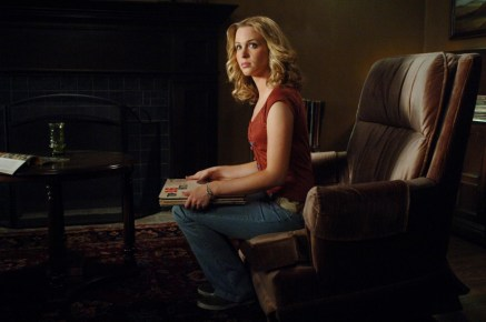 Amy Gumenick as Young Mary. Photo Credit: The CW Network, LLC. All Rights Reserved.
