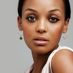 The suitable makeup for brown skin
