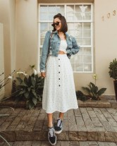 Casual long button skirt for daily outfits with sunglasses