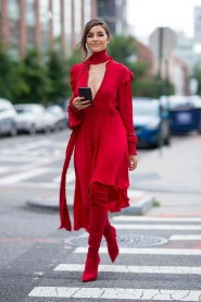 Red monochromatic outfit streed style for fall