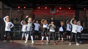 HipHop Kindergruppe auf der NeuWuWo 2015