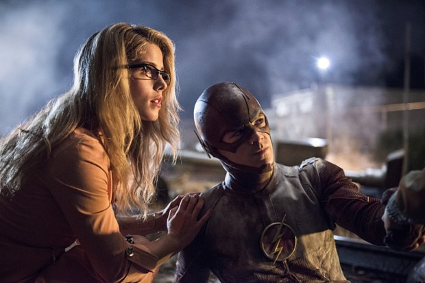 """The Flash -- """"Going Rogue"""" -- Pictured (L-R): Emily Bett Rickards as Felicity Smoak and Grant Gustin as The Flash -- Photo: Cate Cameron/The CW"""