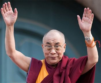 dalai-lama-hands-up