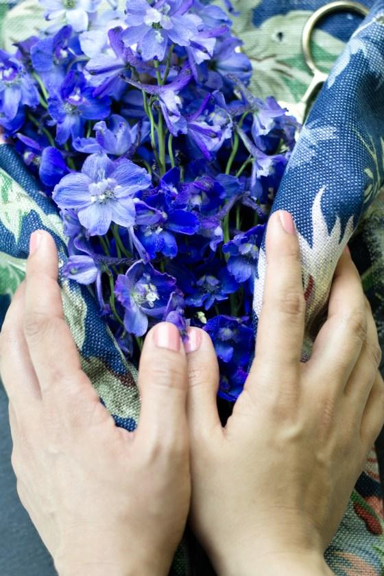 Hände und Blumen - Tweed & Greet