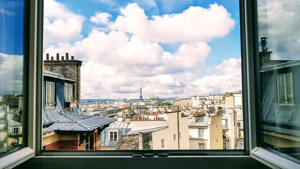 photo des toits de Paris avec la Tour Eiffel