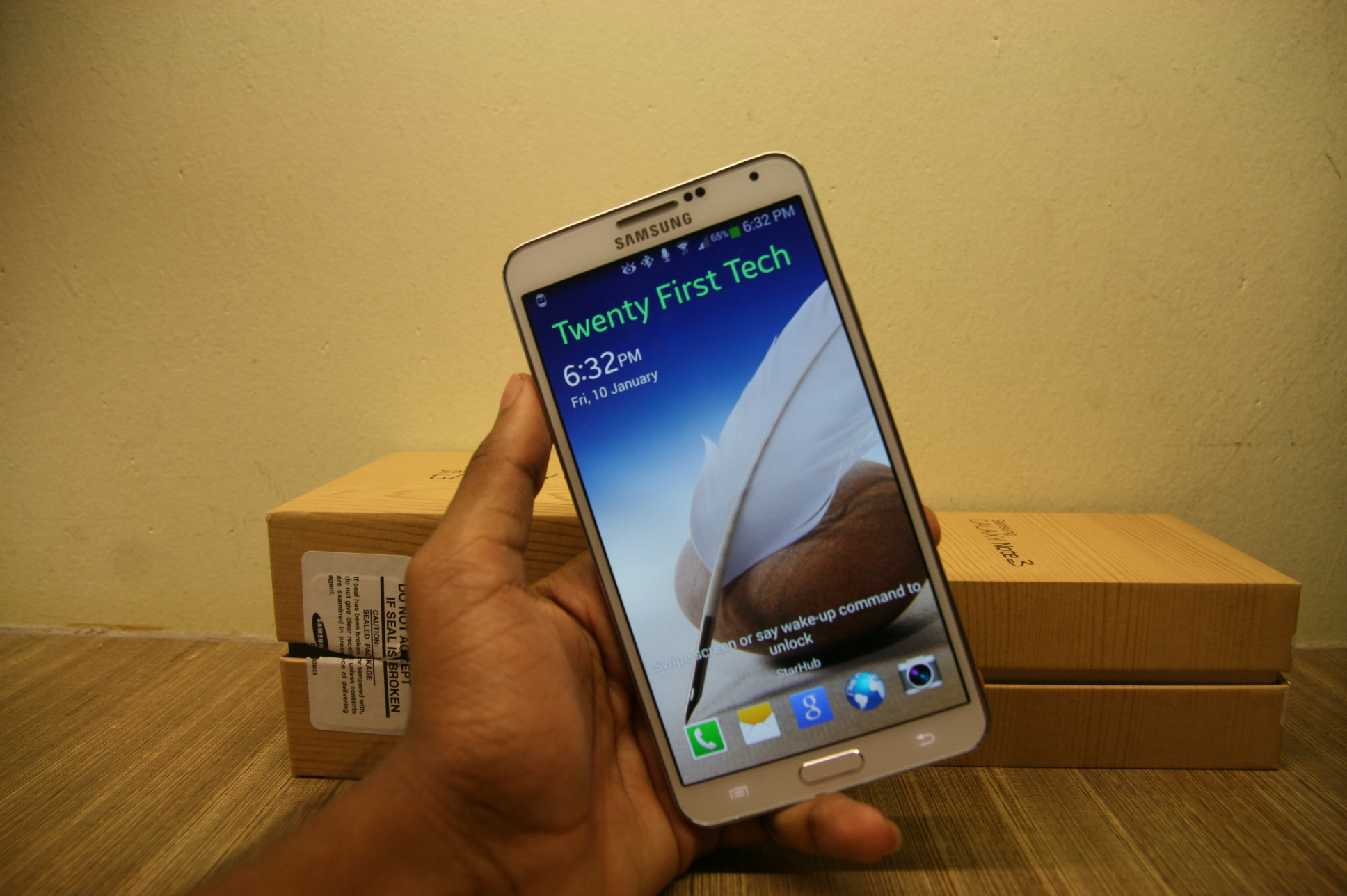 The Note 3 s display featured a 5 7″ Super AMOLED display