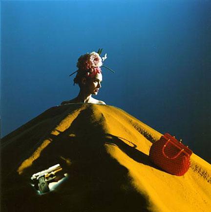 Nos VOOM portraits, Winona Ryder é Winnie, personagem de Beckett em Dias felizes.