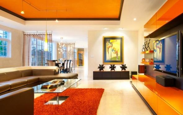 Orange i vardagsrummet