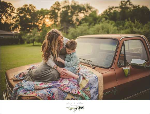 pickup backdrop, moms and sons, pregnant, maternity, family sessions