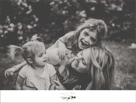 moms and daughters, siblings, big sister, little sister, outdoor sessions, stoic image