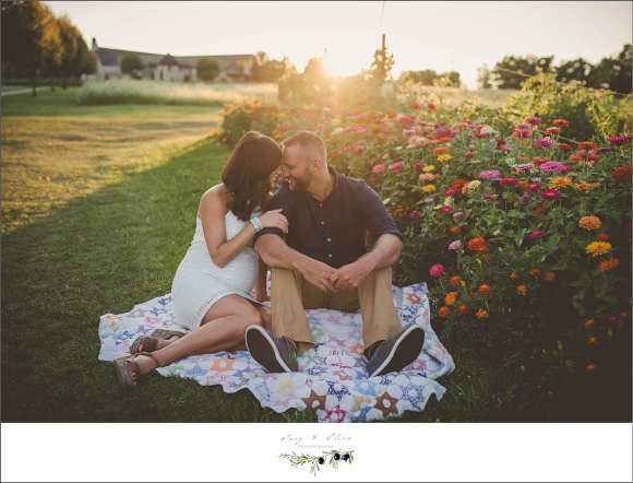 blankets, maternity sessions, red flowers, TOP maternity sessions