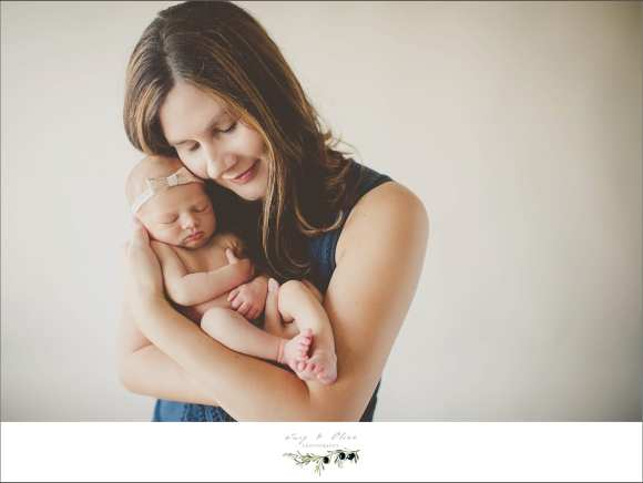 moms and babies, newborn sessions, happy families