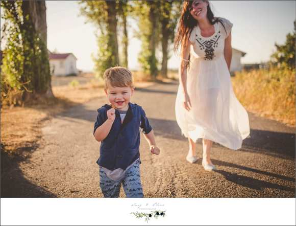 hide and seek, always chasing kids, moms and kids, family sessions seattle washington