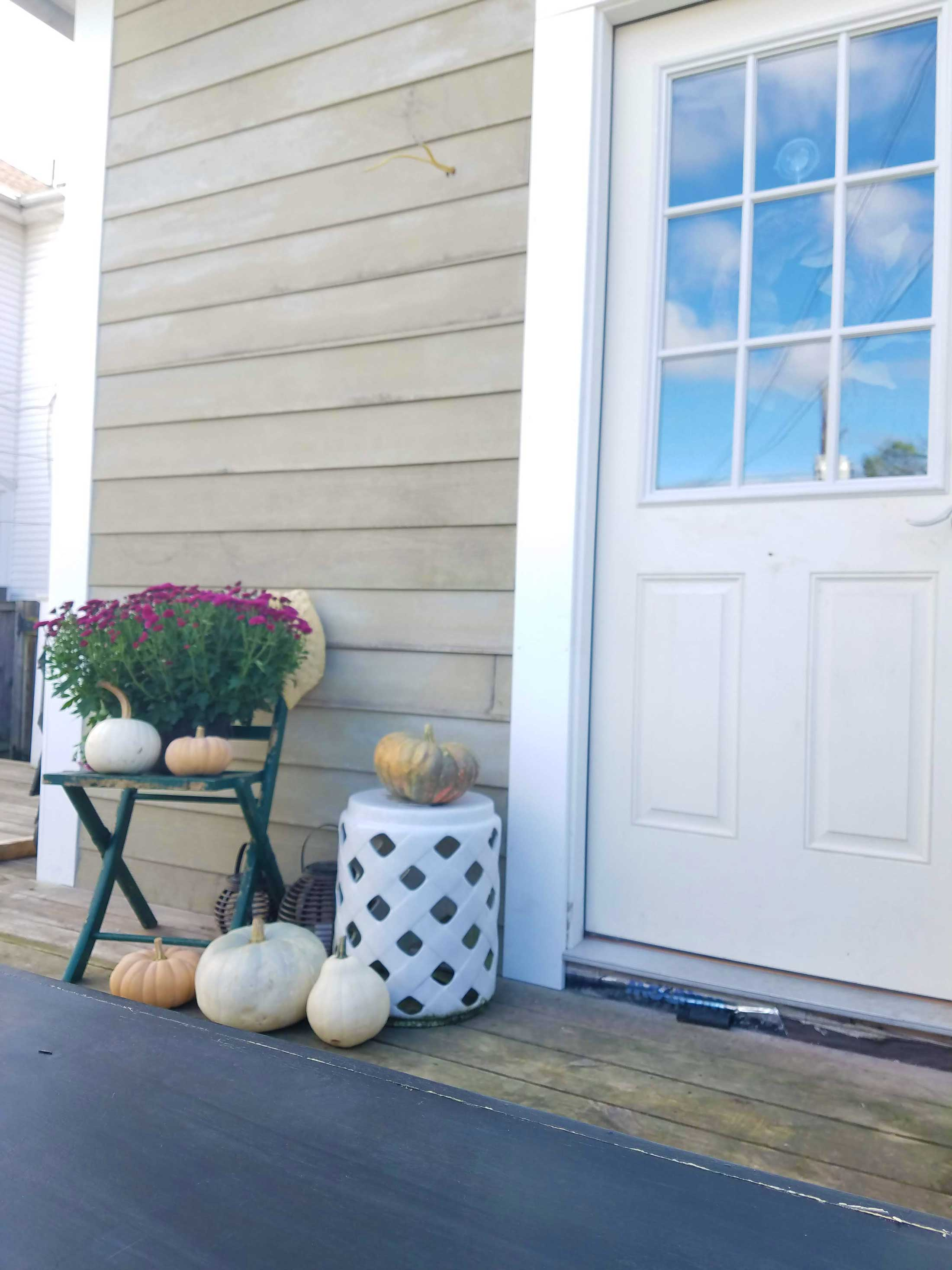 fall-decor-on-the-deck-1