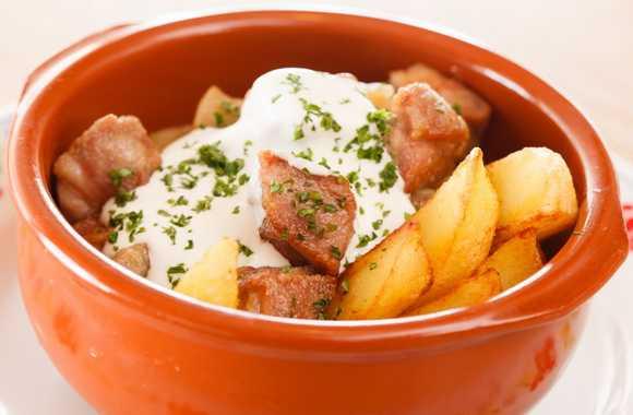 Картошка со свининой в горшочке – Свинина с картошкой в ...