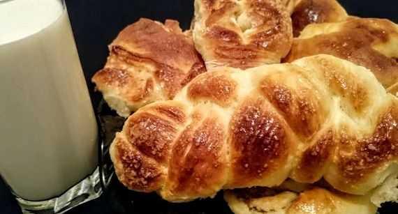 Рецепт булочек на дрожжах и молоке в духовке – Дрожжевое ...