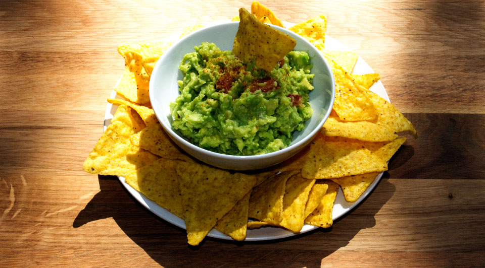 guacamoles with chips