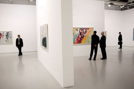 Barack Obama tours a Kandinski exhibit at the Centre Pompidou modern art museum in Paris