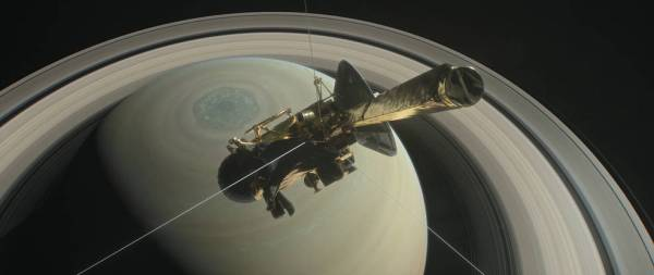 Cassini flies near Saturn