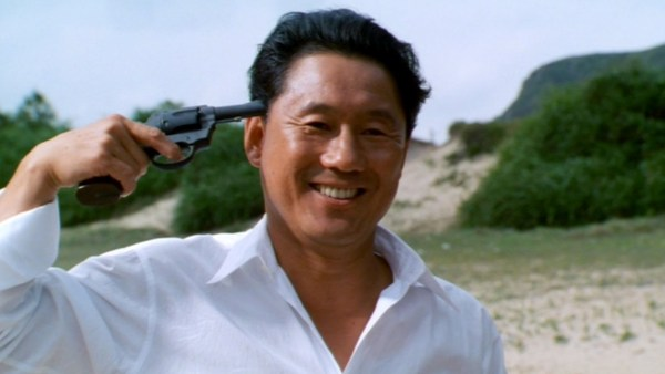 Murakawa (Takeshi Kitano) plays a friendly game of Russian roulette.