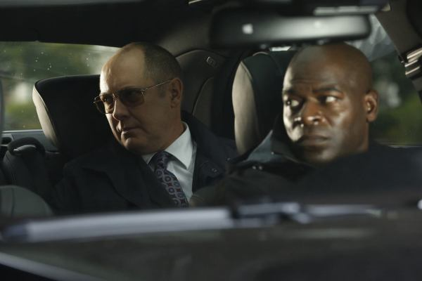 Red and Dembe in the car