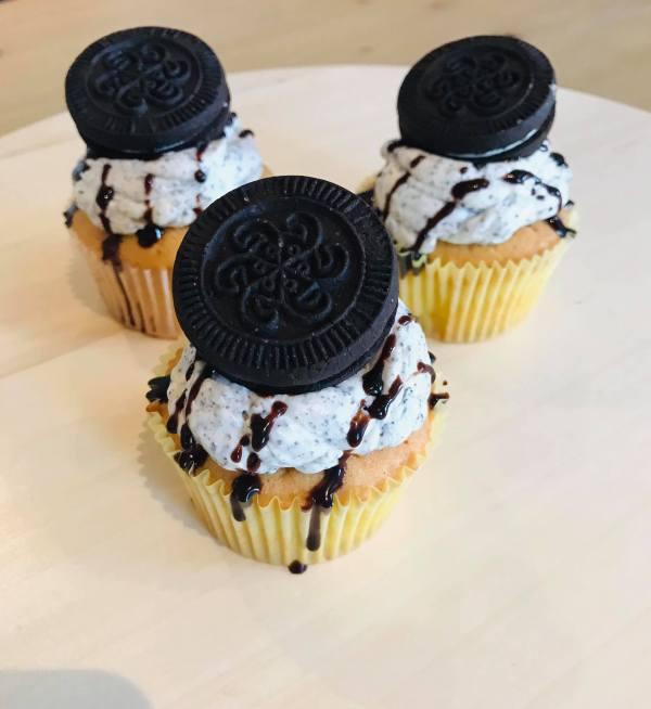 cupcake oreo topping