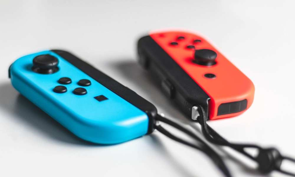 Nintendo To Start Selling Blue and Red Single Joy-Con Controllers Next Month