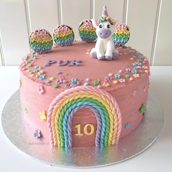 Regenboog unicorntaart