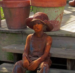 whitney-plantation-statue-of-slave-girl-in-us