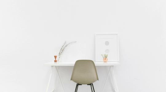 minimalism desk