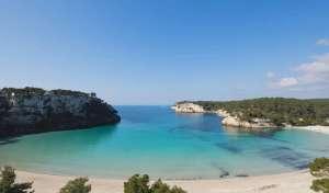 Playa de cala Galdana donde se puede alquilar un barco sin licencia o con licencia