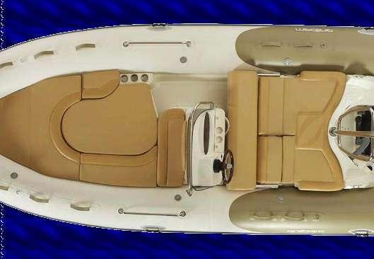 Vista aerea de la nueva Zodiac Medline 550 neo de Twins Boats, dispone de 2 solariums muy comodos convertible en una mesa y el de popa en asientos