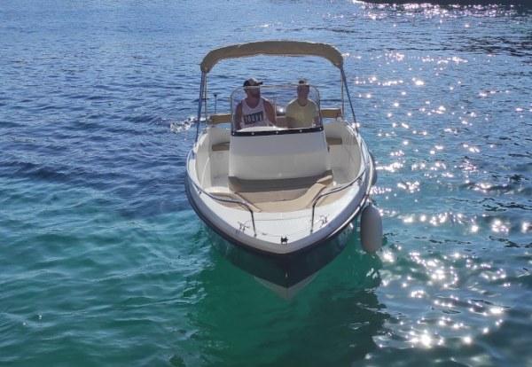 Alquilar lancha en Ciudadela de Menorca con licencia
