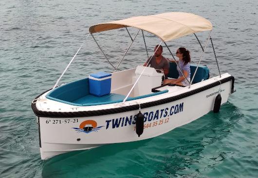 embarcación nueva sin licencia de alquiler en cala Galdana de Menorca