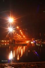 refleksi lampu kota