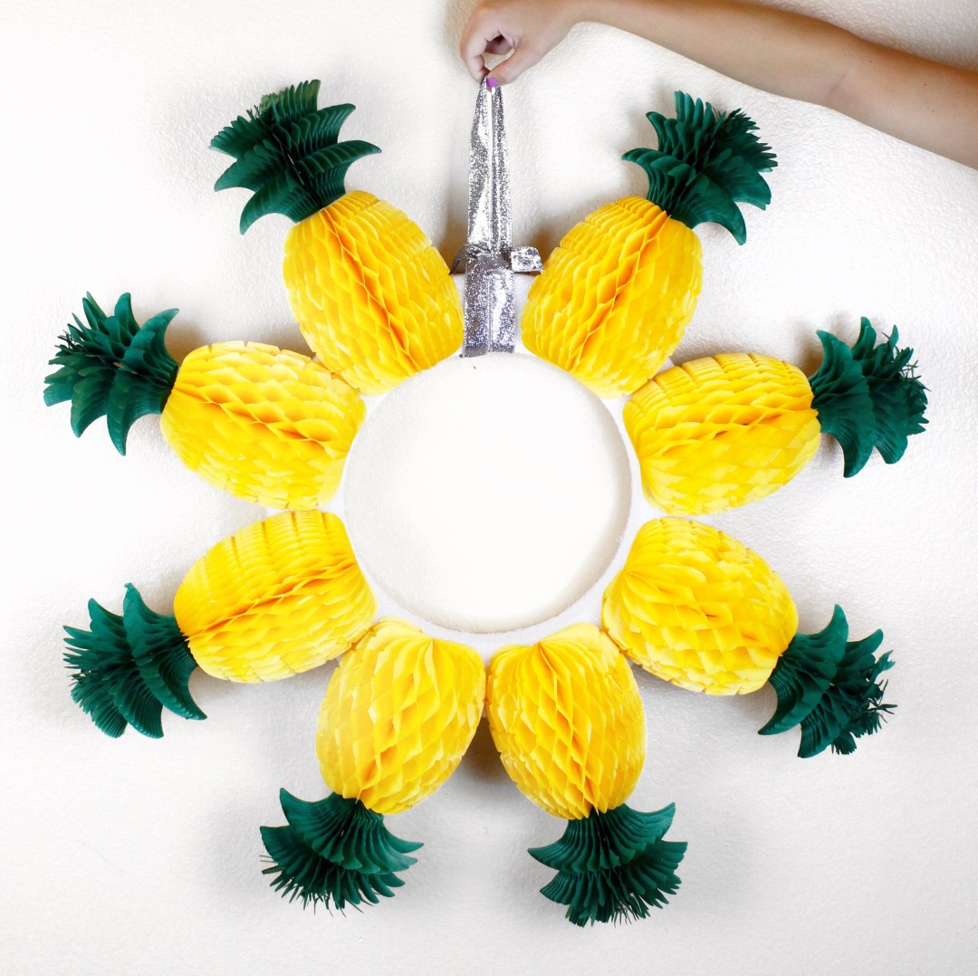DIY Pineapple Wreath
