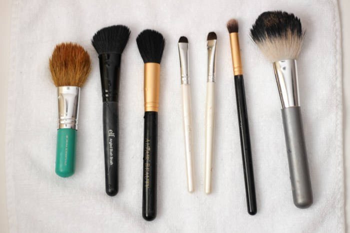 How to Clean Your Makeup Brushes | Easy Makeup Brush Cleaning Technique by Twinspiration at http://twinspiration.co/how-to-clean-your-makeup-brushes/