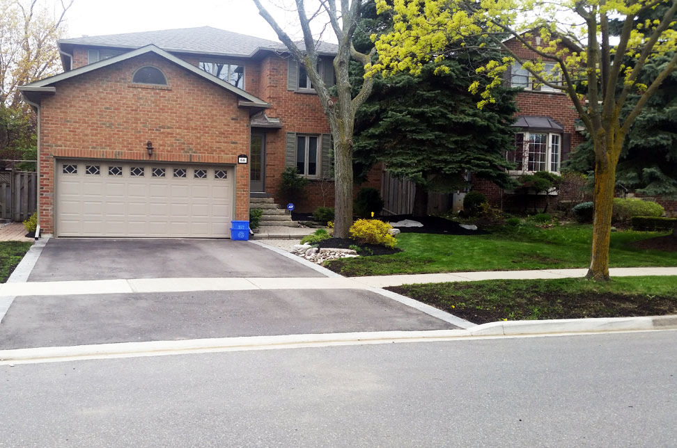 Property Cleanup and mulch top-up richmond hill