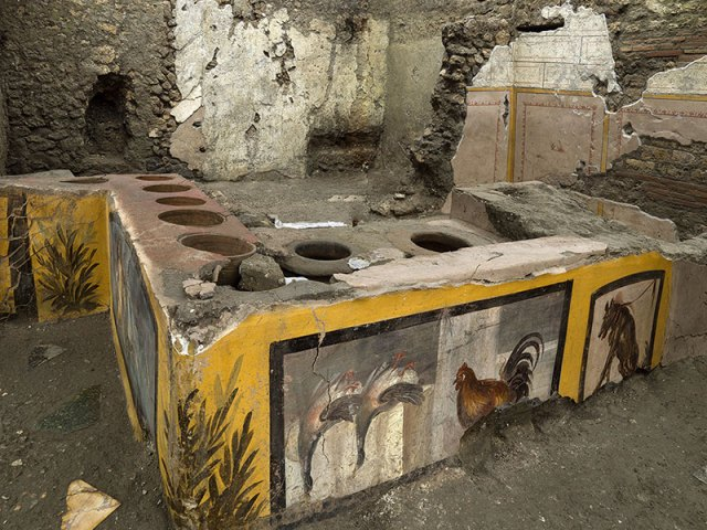 pompeii snack bar photos 8 An Amazingly Preserved Snack Bar in Pompeii was Just Revealed in its Entirety